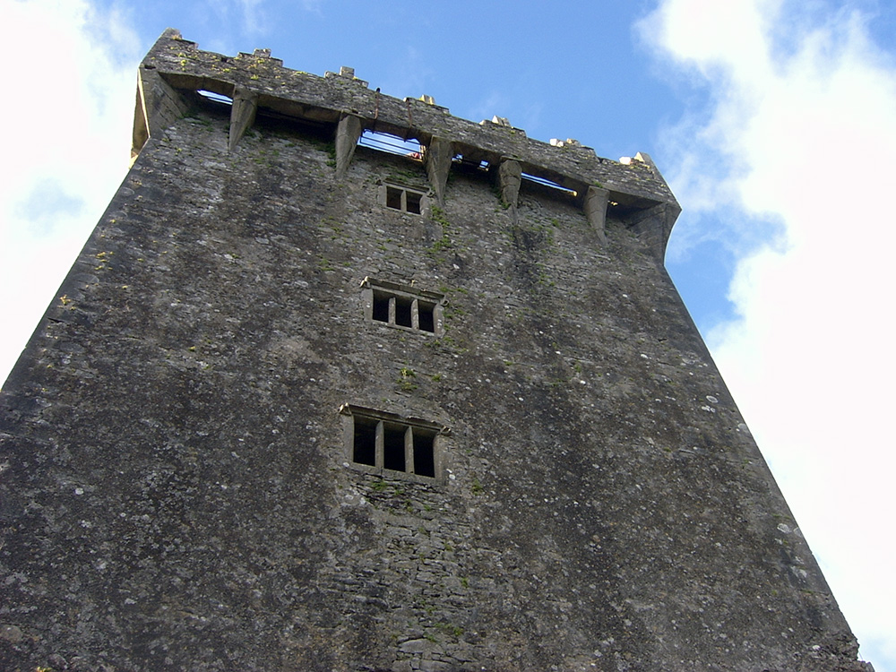 The_Mayfairy-Blarney-Castle-From-Below